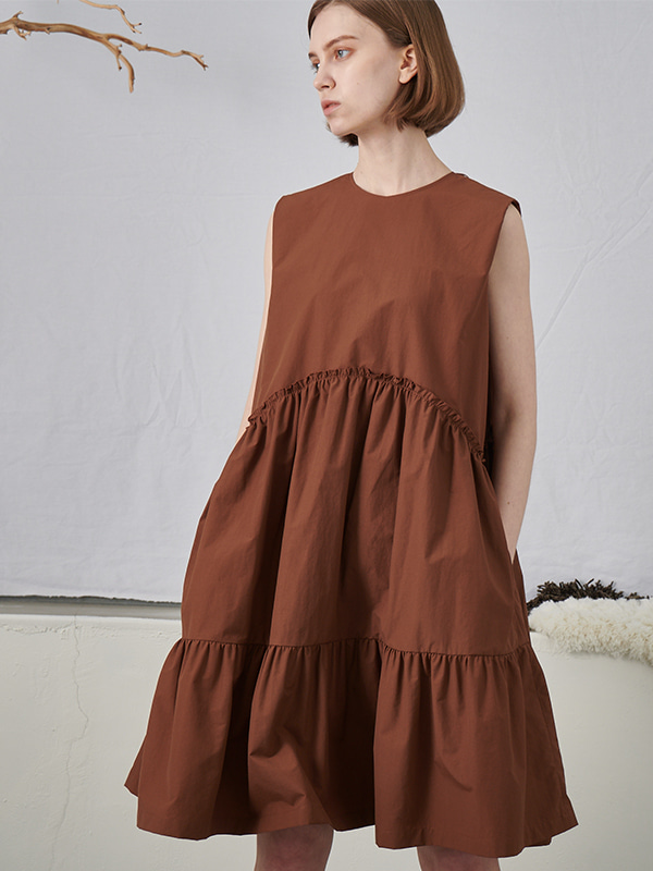 SLEEVELESS TIERED ONEPIECE_BROWN